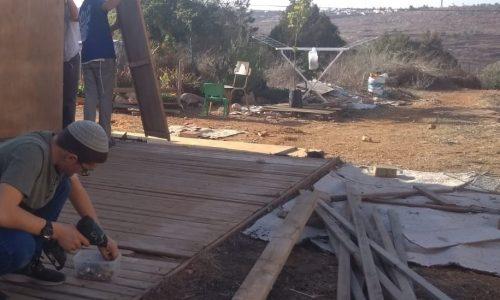 בניית סוכה 2
